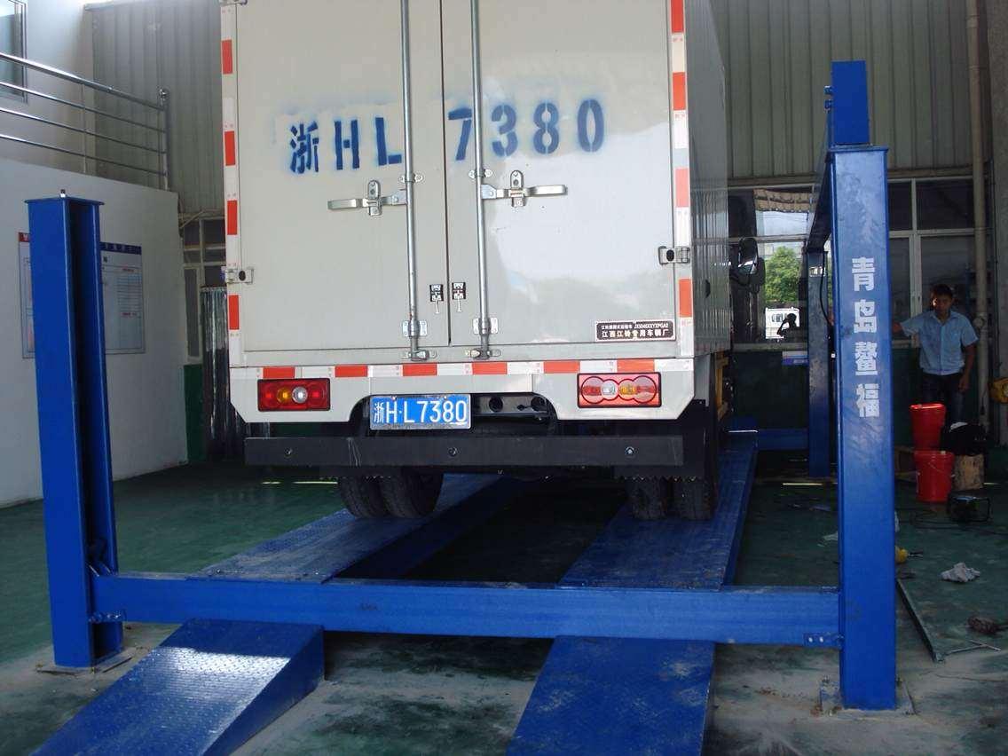 四柱举升机高清大图,本图片由青岛鳌福机械有限公司提供.