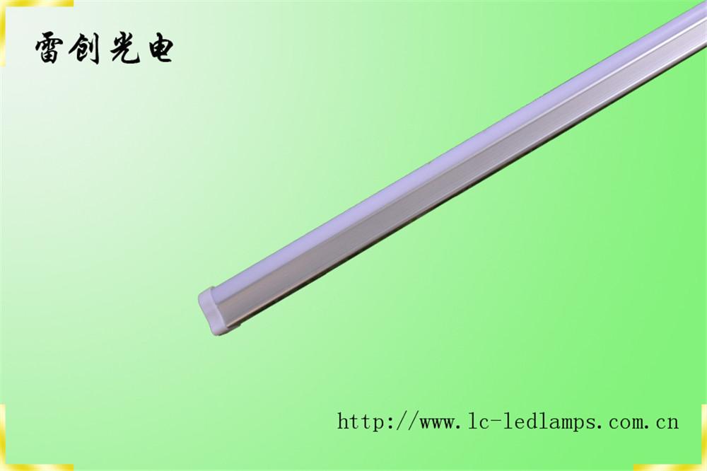 供应8w新款led t5一体灯管 厂家直销 深圳雷创光电