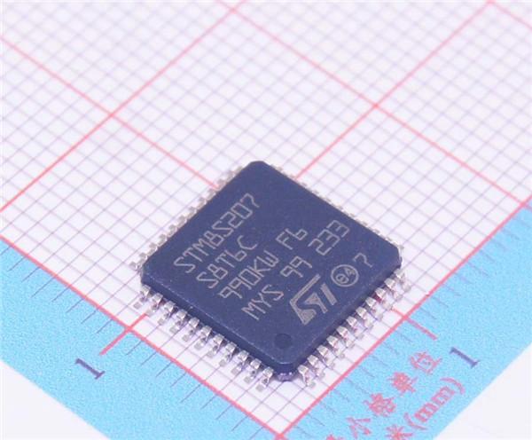 STM8S207S8T6C LQFP-44 128KB Flash 8位单片机 制造商: STMicroelectronics 产品种类: 8位微控制器 -MCU RoHS: 符合RoHS 详细信息 核心: STM8 数据总线宽度: 8 bit 最大时钟频率: 24 MHz 程序存储器大小: 128 kB 数据 RAM 大小: 6 kB 片上 ADC: Yes 工作电源电压: 2.95 V to 5.