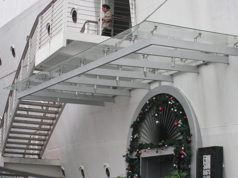 承接广州玻璃雨棚产品图片高清大图